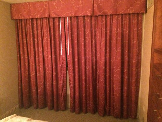 Omni Chicago Hotel : Old Curtains