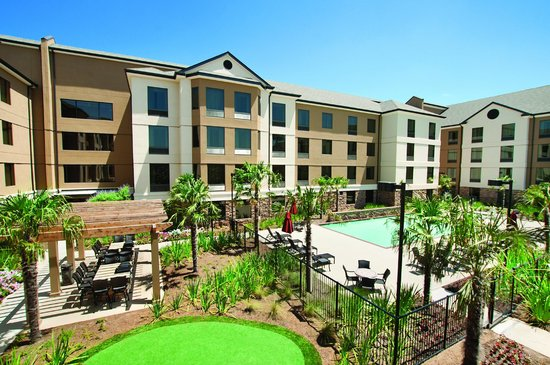 Hilton Garden Inn Shreveport Bossier City: Prepare to be Impressed!  Courtyard with Grills, Putting Green, Terrace and Pool