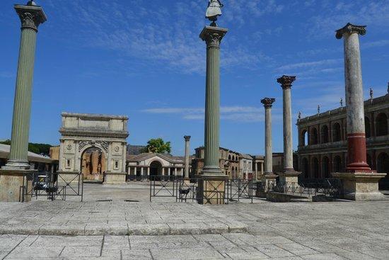 Cinecitta Si Mostra - Shows Off : Set romano