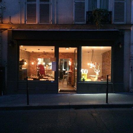 vitrine du restaurant picture of restaurant comptoir. Black Bedroom Furniture Sets. Home Design Ideas
