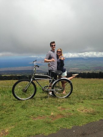 Paia, Hawaje: Amazing views and so much fun coasting down the mountain!