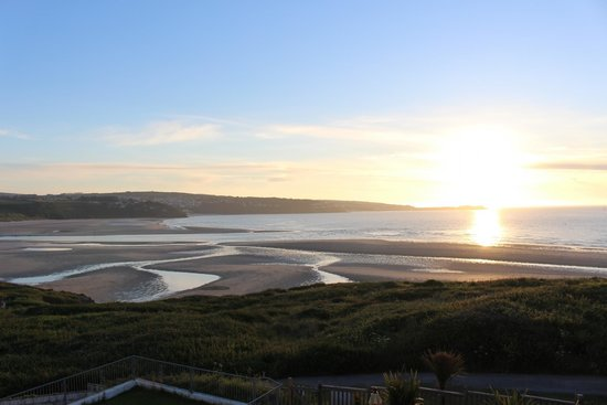 The Penellen Hotel: Carbis Bay and St Ives over the beach
