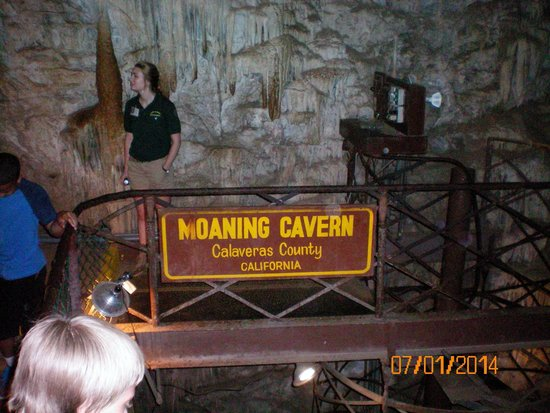 Moaning Cavern: Platform after climing down the wooden steps
