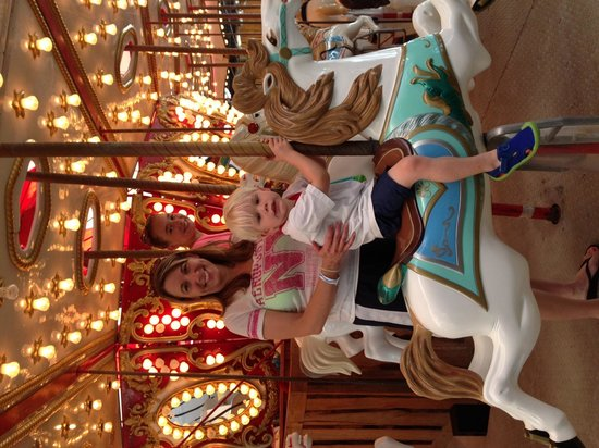 Schlitterbahn Beach Resort: Carousel Ride!