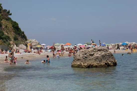 Marina Grande : The beach on the right hand side of the port.