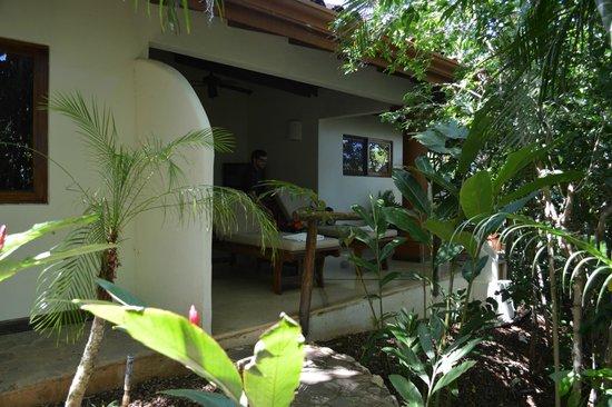 Los Altos de Eros: Porch off of the detached king suite