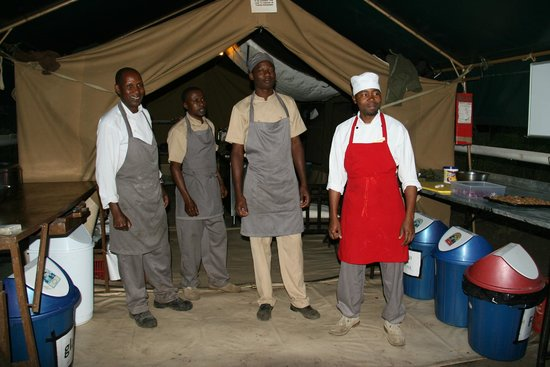Dunia Camp, Asilia Africa: the nouvelle couisine staff !