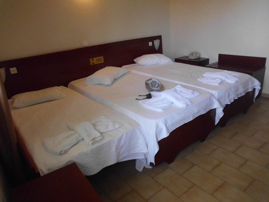 Eftalou Hotel : Three beds stuck together as one!