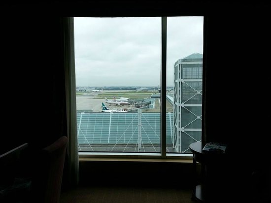 Sheraton Gateway Hotel in Toronto International Airport: View from room (sitting on the bed,w/out zoom)