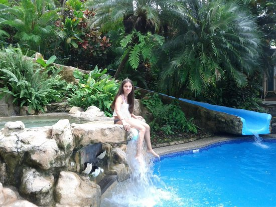 Hotel Si Como No : My daughter at the Hotel´s Swimming Pool area.