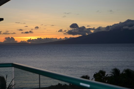 Honua Kai Resort & Spa : Sunset view from our lanai