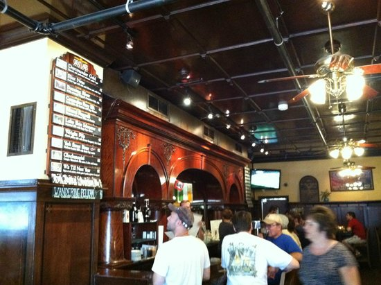 Great Lakes Brewing Company: Cool bar