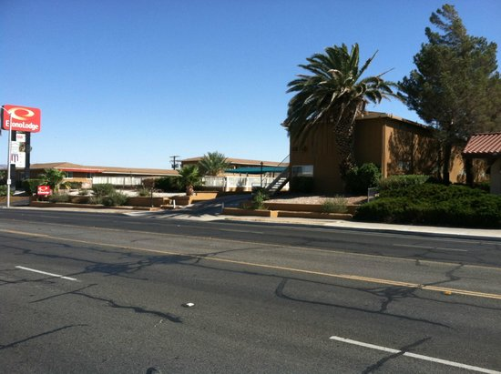 Econo Lodge Barstow: View from across the street