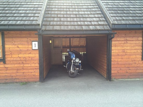 Kjaertveit Camping: Garasje for mc