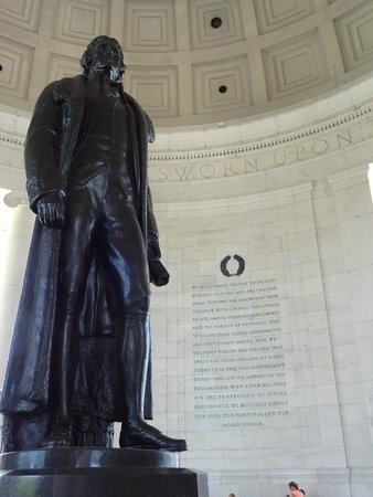 Jefferson Memorial: Bronze statue of Thomas Jefferson.