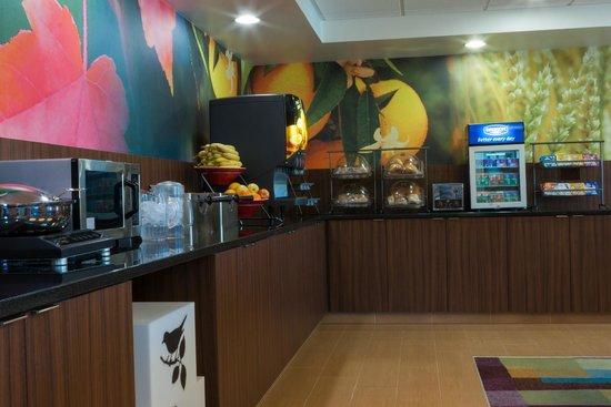 Fairfield Inn & Suites Harrisburg Hershey : Breakfast Bar