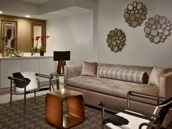 Sonesta Philadelphia Downtown: Newly Re-Designed Parlor Suite