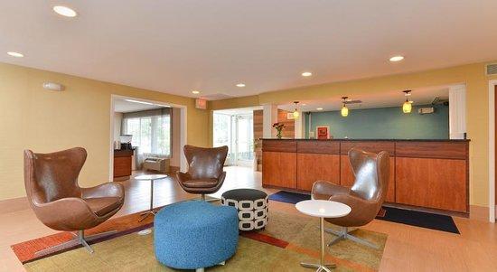 Baymont Inn & Suites Savannah Midtown: Reception Lounge