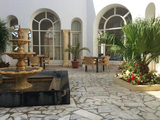 Ramada Liberty Resort Hotel: Open air garden area