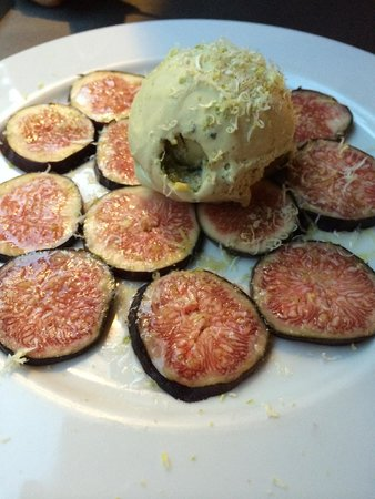 sol i lluna : An improvised dessert - fresh figs, ice-cream, lemon shavings.