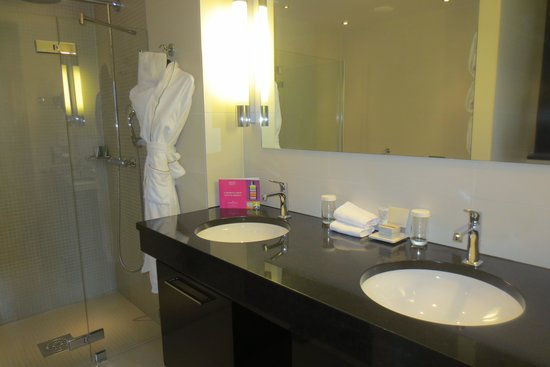 Grand Hotel: Double-sink vanity (room 436)