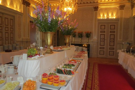 Grand Hotel : Part of breakfast buffet