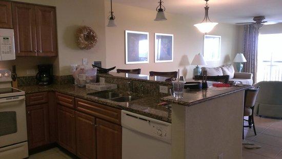 Tilghman Beach & Golf Resort : kitchen