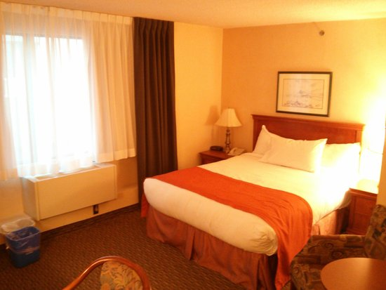 Days Inn Montreal Downtown: Queen room