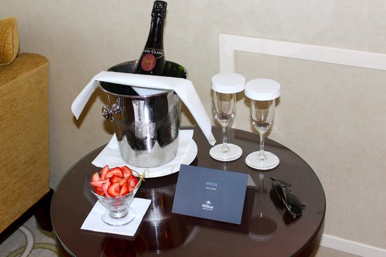 Hilton Prague Old Town: The hotel arranged sparkling wine and treats to be waiting in our suite on arrival.