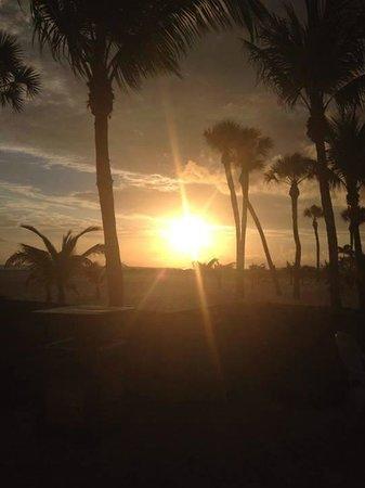 Outrigger Beach Resort : Sunset