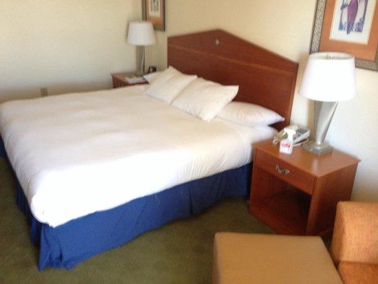 Hilton Naples : Sehr bequemes und breites Bett