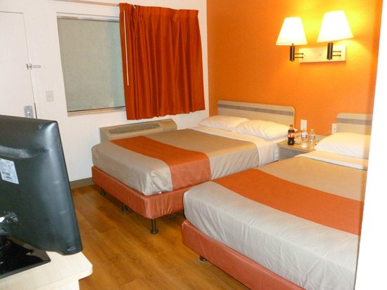 july 2014 picture of motel 6 huntsville huntsville. Black Bedroom Furniture Sets. Home Design Ideas