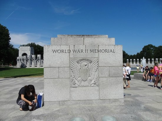 National World War II Memorial: WW II Memorial.