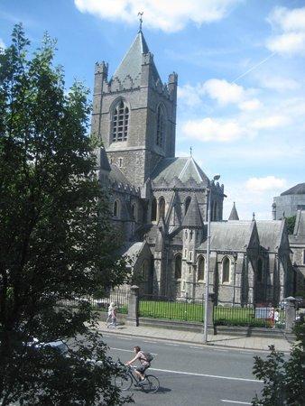 Jurys Inn Dublin Christchurch: Christchurch Cathedral, Dublin, from our hotel room.