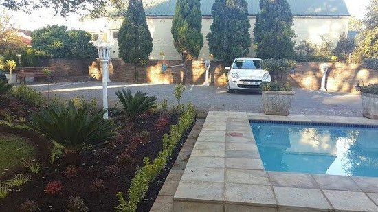 Elizabeth's Manor Guesthouse: New and bigger parking