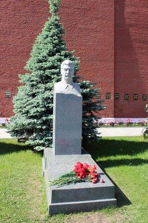 Lenin's Mausoleum : Túmulo do Stalin, atrás do mausoléu do Lenin,