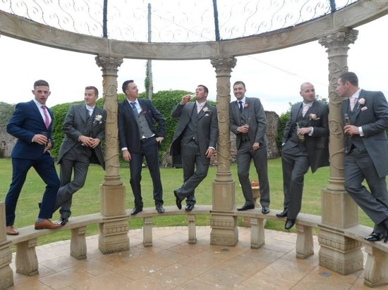 Leasowe Castle Hotel: The boys on the arch