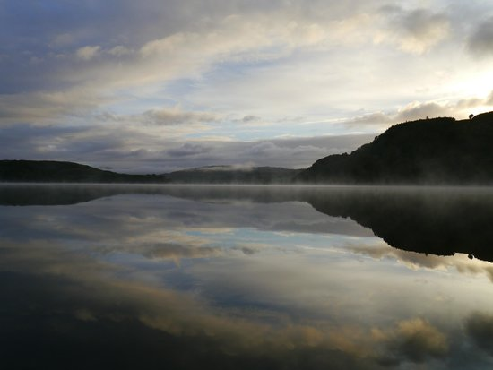Clan Cottages: The loch on a misty morning