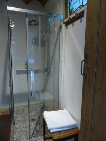 Bachy, France : Salle de bains