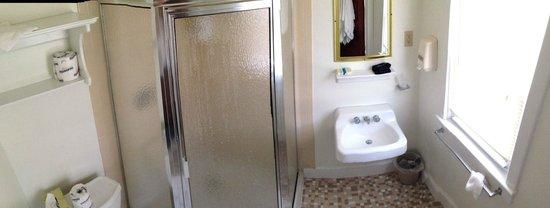 Lankford Hotel: Bathroom (for short people)