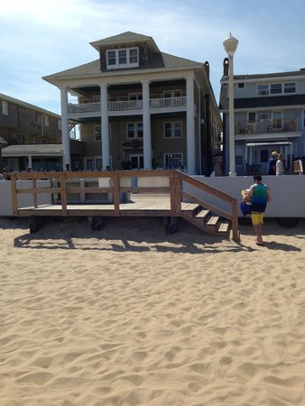 Lankford Hotel: Looking at the hotel from our spot on the beach