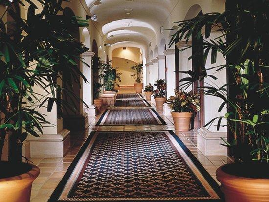 Scottsdale Plaza Resort: Main Building