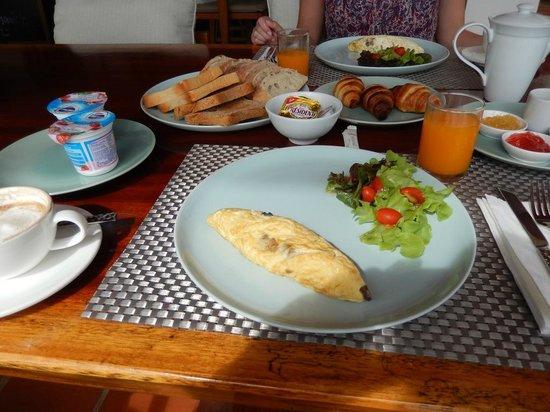 Hansar Pranburi Resort: Breakfast