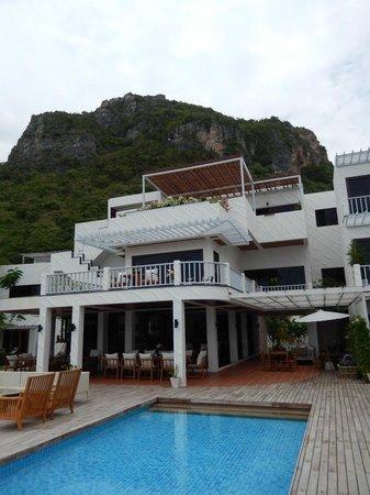 Hansar Pranburi Resort: Exteriour of Mainbuilding