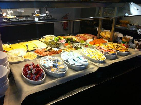 Novina Hotel Tillypark: The breakfast spread