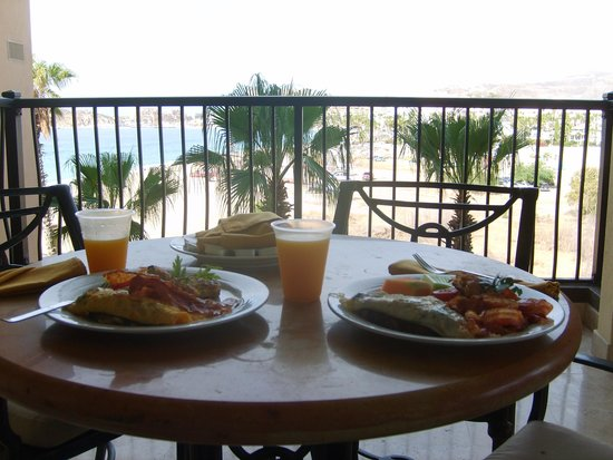 Villa del Arco Beach Resort & Spa : room service on balcony