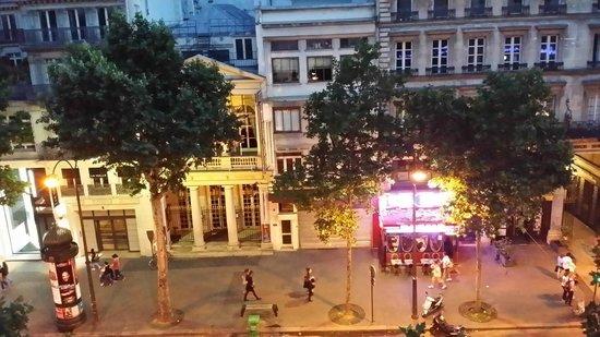 Best Western Hotel Ronceray Opera: Бульвар Монмартр вечером