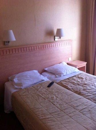 Hotel Gerando: Comfy & clean bed