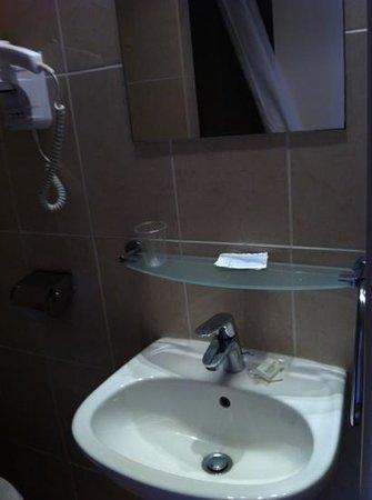 Hotel Gerando : bathroom sink