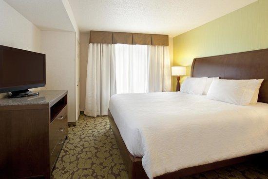 Hilton Garden Inn Minneapolis Eden Prairie: Include Sitting Area,  Refrigerator, Microwave, Desk